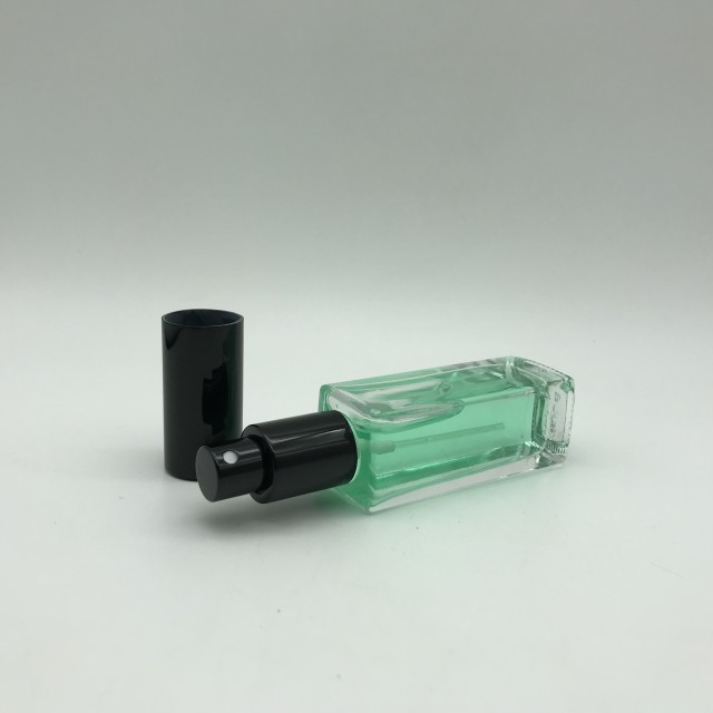 Exquisite 30ML Small Mouth Square Shaped Essence Glass Bottle With Black Plastic Cap And Pump Sprayer Cosmetics Glass Bottle